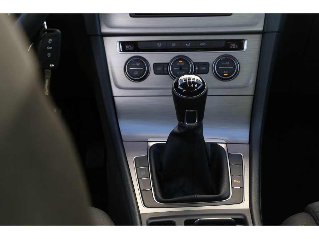 Volkswagen Golf 1.6TDI-08